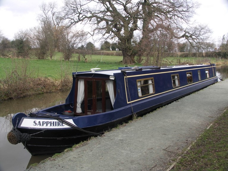 Shared narrow boat