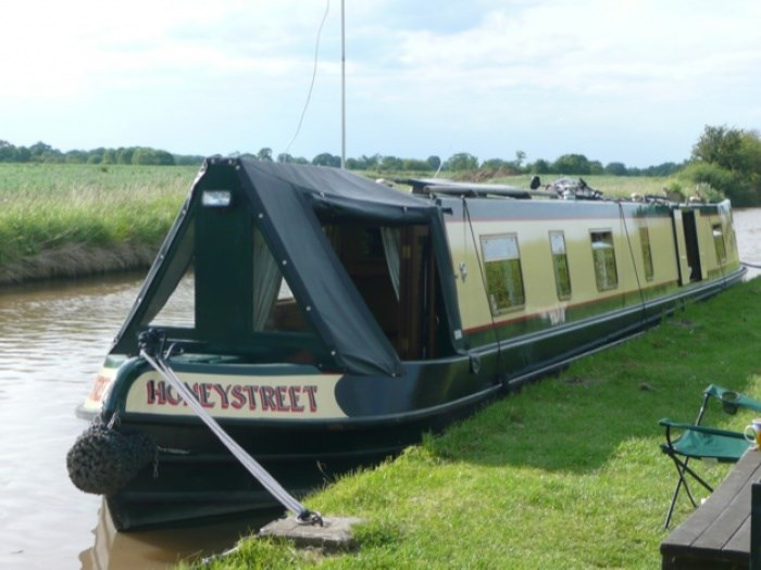 Shared narrow boat Honeystreet