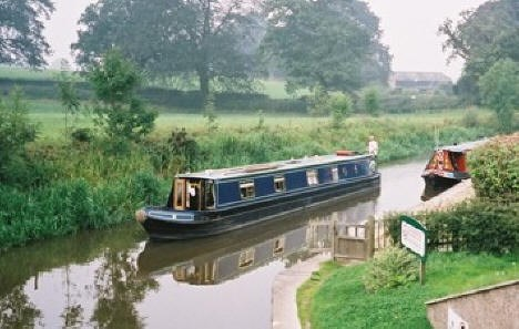Shared narrow boat Maximus