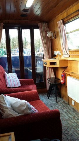 Shared narrow boat Spellbound